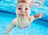 Hogyan kezdjünk el úszni kisbabával?